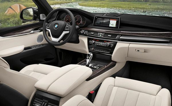 Interior of the 2017 BMW X5